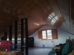 Colocación a medida de techo en buhardilla